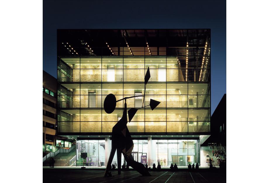 16-Museum-of-Art-Stuttgart-01-l