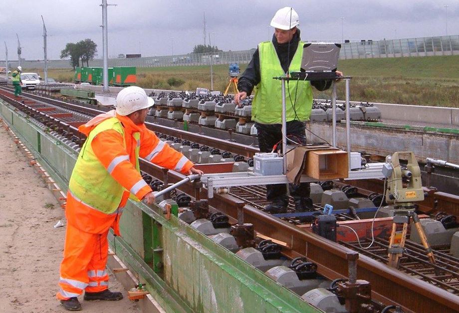 28-Slab-Track-Surveying-on-the-HSL-Zuid-01-l